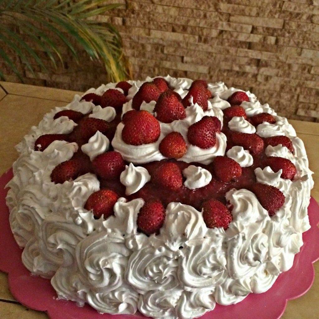 preparar torta de fresas receta Venezolana