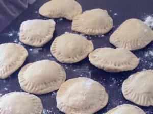 pastelitos andinos listos para freír